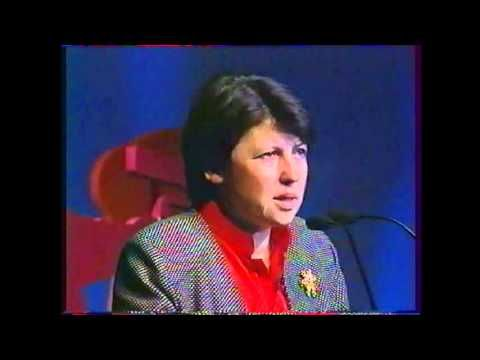 1995 Martine Aubry, la Place de l'enfant - YouTube