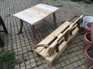 Palettenbank und -Tisch, Kindergröße. Howto ist auf der Site :)