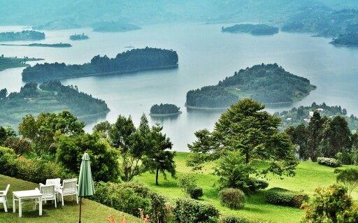 Lake Bunyionyi, Uganda