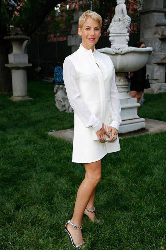 Camisa branca longa: famosas ensinam como usar o vestido da hora