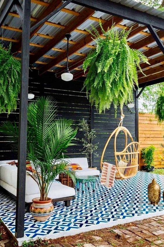 Planten onder de overkapping voor een gezellig huiskamer gevoel