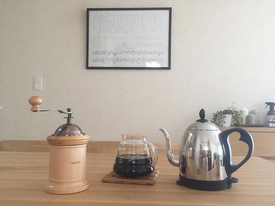 . 今日は仕事休み 朝からコーヒーたいむで 幸せな休日の始まりです . 最近コーヒーがますます好きで コーヒーグッツちょこちょこ 集まってきた ハンドドリップで淹れるコーヒー おいしいなあー . ハリオの手動のコーヒーミルは 完全見た目で選んだけど いまのところ全く問題なしで使いやすい レンジサーバーもふた閉めれば保温性 ようやく入荷して届いたケトルもいい感じ . #休日#朝#morning #coffee#ハンドドリップ #ハリオ#hario#レンジサーバー #コーヒーミル#ラッセルホブス #russelhobbs#ケトル #tram http://ift.tt/20b7VYo