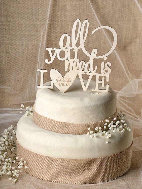Faîte passer le message avec ce beau wedding topper qui fera sensation dans un…