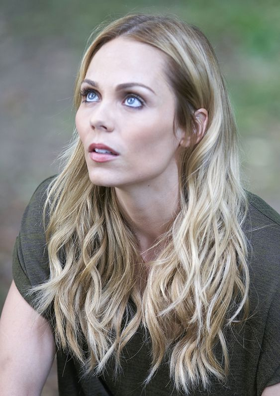 Laura vandervoort on bitten season 3 being a supergirl villain nothing else matters - Laura nue ...