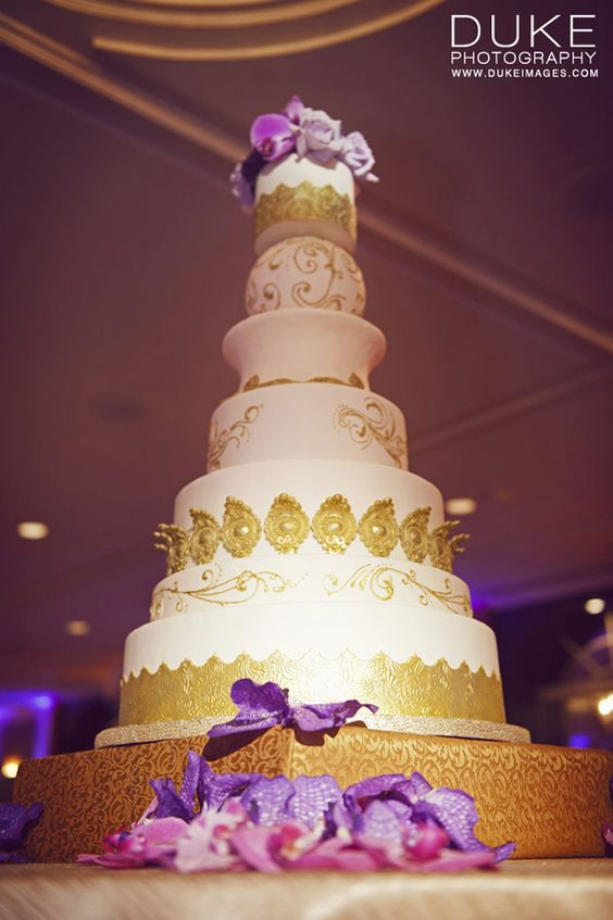 Incredible gold cake by The Butter End Cakery / Photo by @Biancamaria Duke Photography
