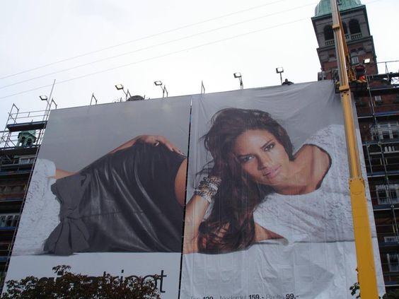 Eles conseguiram - colocaram as 2 partes do painel de publicidade na ordem errada (!) http://bbus.biz/t/111084