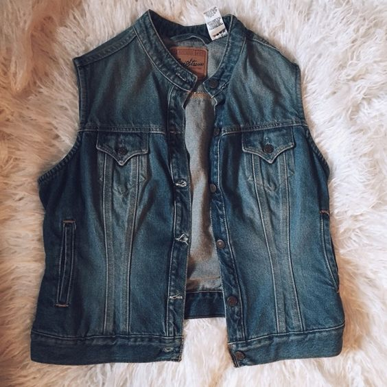 Levi Strauss signature coll. grunge denim vest Like new. Levi's Jackets & Coats Vests