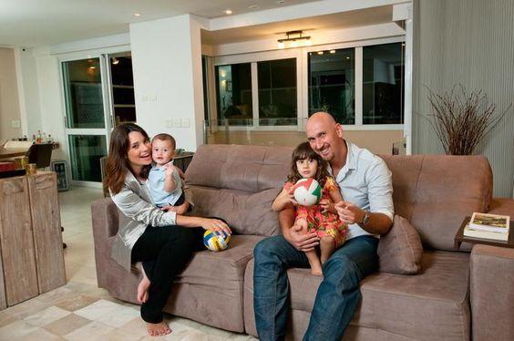 """Amandha Lee e Nalbert Bitencourt apresentam o filho: """"É nosso bebê olímpico!"""""""