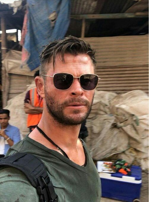 Chris Hemsworth In India To Film Dhaka A Movie For Netflix Https M Indiatimes Com Entertainment Hollywoo Chris Hemsworth Hair Chris Hemsworth Hemsworth