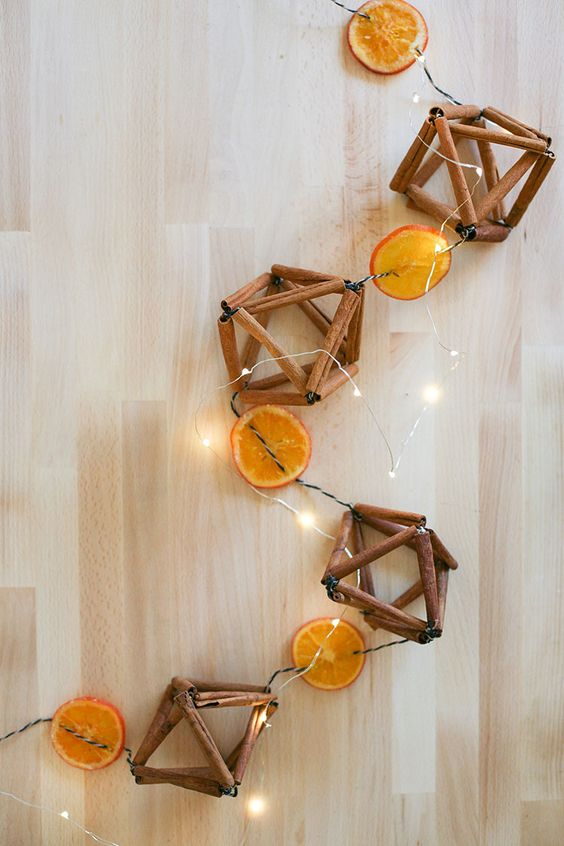 Add a festive garland to your space with a few materials that might already be hiding in your pantry! Head to jojotastic.com for the full cinnamon stick himmeli + dried orange slice garland tutorial. #himmeli #diy #christmas #christmasornament #christmasDIY #garland #garlandDIY