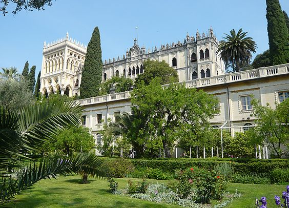 Englischer Garten mit Blick auf die Villa Lechi und Villa de Ferrari.  #Villa del #Garda. #Villa #Borghese.