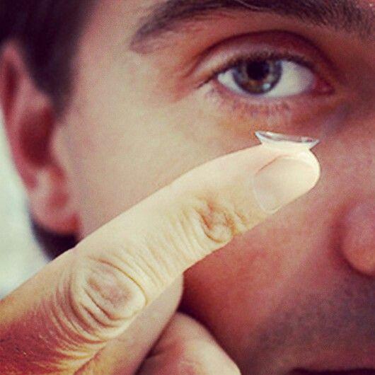 ¿Sabías que las personas mayores de 40 años también pueden usar lentes de contacto? Existen lentes de contacto bifocales y multifocales que mejoran su visión.