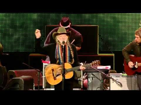 ▶ Willie Nelson - Mammas Don't Let Your Babies Grow Up to Be Cowboys (Live at Farm Aid 2013) - YouTube