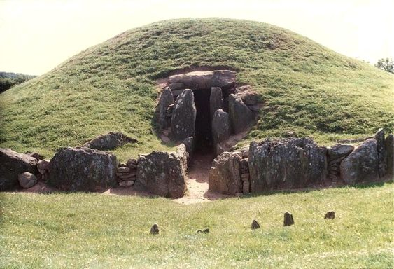 Bryn Celli Ddu, Anglesey, Wales. Burial Chamber to watch Solstice or Equinox inside a 4000 year old structure
