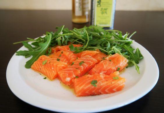 Saumon cru mariné à l'huile d'olive, miel et gingembre @Oliviers&Co. officiel