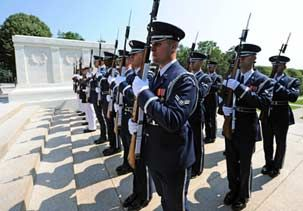 Image: U.S. Honor Guards at the Tomb of the Unknowns in Arlington, Va., in 2010 (© Jewel Samad/AFP/Getty Images)