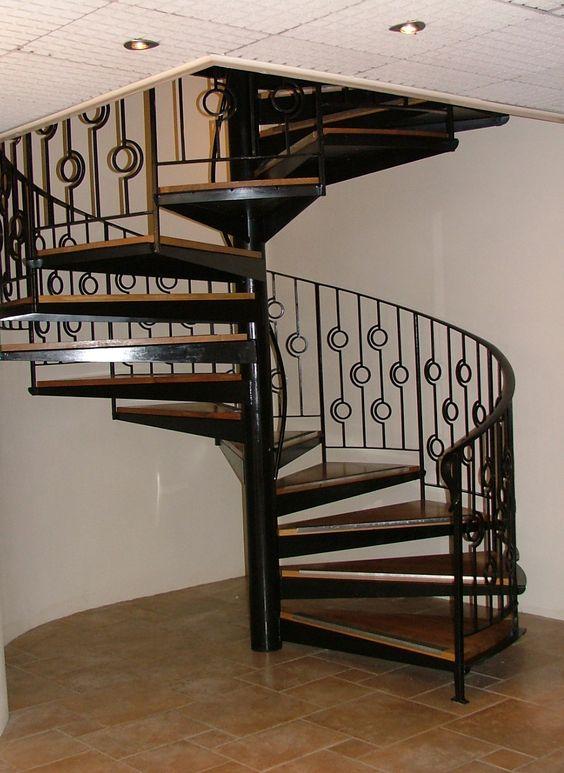escalier en spirale bois et m tal rampe 39 cercles 39 architecture escaliers pinterest. Black Bedroom Furniture Sets. Home Design Ideas
