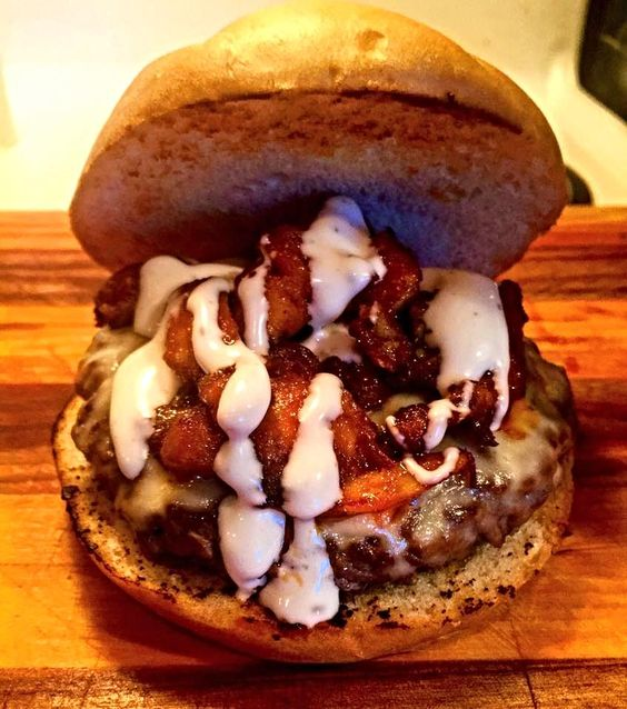 Buffalo Wing Burger. Beef burger topped with muenster pulled buffalo wing meat and ranch.(848x960) - see http://www.classybro.com/ for more!