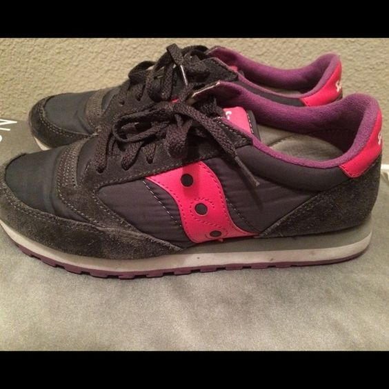 Saucony Jazz original classic running shoe Made of nylon and leather suede has a textile lining that promotes long lasting wear. It has removal cushion insole and a padded tongue and collar for comfort. Gently worn Saucony Shoes
