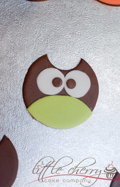 Quick Owl Cupcake Toppers using only a circle! - by littlecherry @ CakesDecor.com - cake decorating website