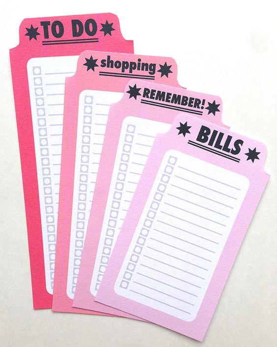8 modèles de liste sur des feuilles de 8,5 x 11 pouces, pour Filofax, Midori voyageurs Notebook, Erin Condren et autres planificateurs !  * 8 listes (4 teintes aqua, 4 teintes de roses) * Les fichiers JPG ou PDF * 8,5 x 11 300 dpi pour l'impression facile et en pointe de la feuille * C'est un téléchargement numérique instantané, ce qui signifie que vous ne recevrez pas un produit physique. * selon votre moniteur et votre imprimante, certaines couleurs peuvent légèrement varier  UTILISATION…