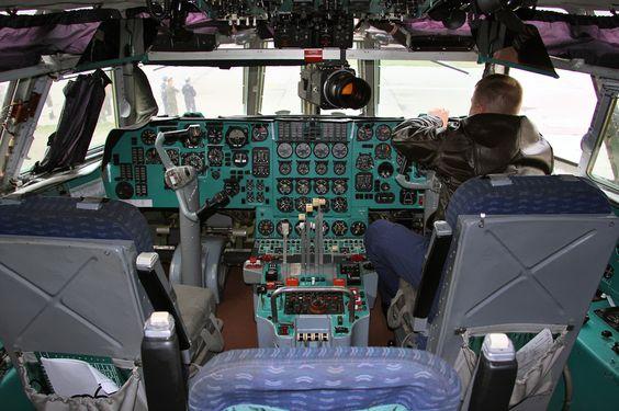 IL-78 Midas pilots cabin - Ilyushin Il-78 - Wikipedia, the free encyclopedia
