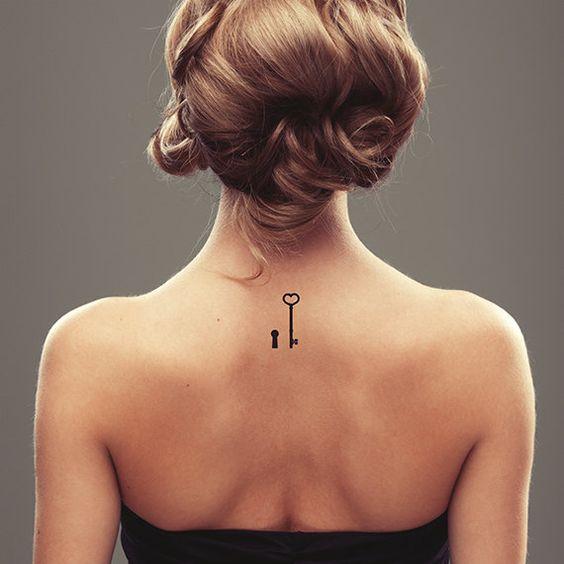 Vintage tatouage temporaire cl et serrure conception de tatouage tatouage d 39 amour gris - Tatouage minimaliste femme ...