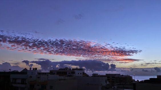 Desde las Islas Canarias  ..Fotografias  : Amanecer sobre Puerto del Rosario en Fuerteventura...