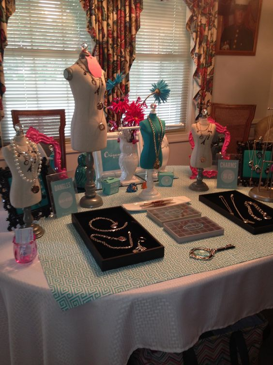 Origami Owl Jewelry Bar Display www.robynsnest.origamiowl.com