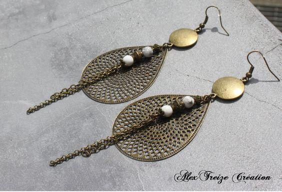 Bijou Créateur - Boucles d'oreilles pendantes bronze Breloques pendentifs estampes gouttes antiques et Perles semi-précieuses Howlite blanc : Boucles d'oreille par alextreize-creation