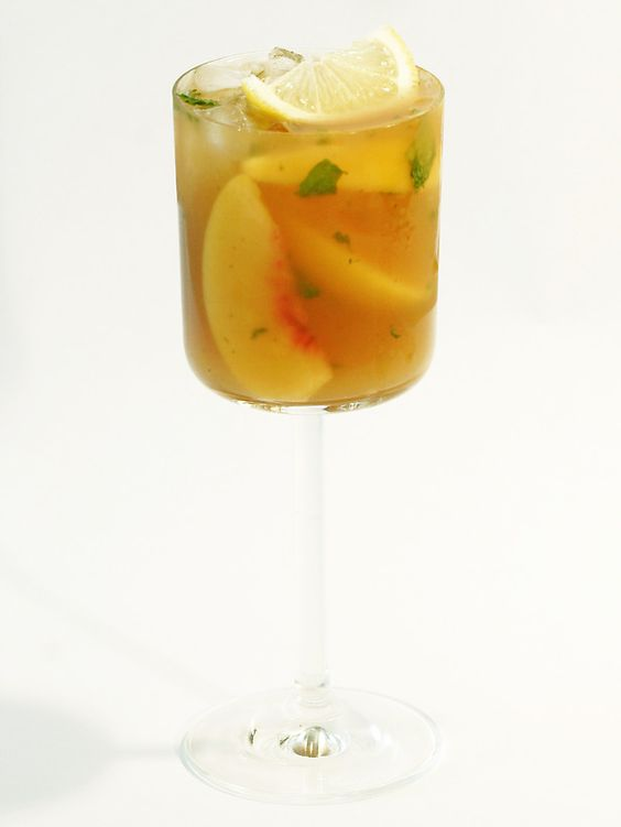 Peach Cobbler Cocktail, perfect for summer entertaining!