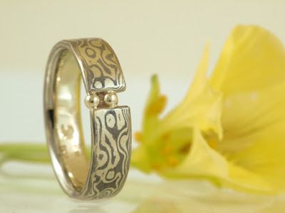 Wunderschöner besonderer Ring (Trauring) in Mokugamé-Gane-Technik | von Schmuckburg