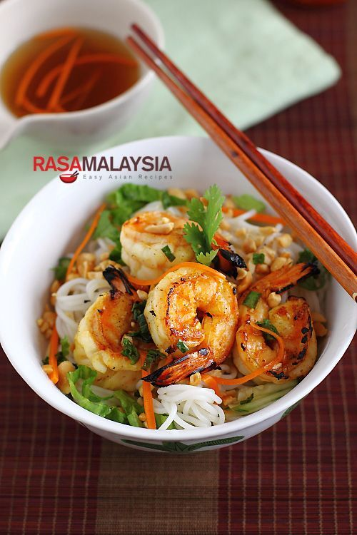 Vietnamese BBQ Shrimp Vermicelli (Bun Tom Heo Nuong) -- I love Vietnamese bun because it's not only tasty, but very healthy as it's not greasy and comes with all sorts of vegetables and herbs. Every bite is refreshing and appetizing; a noodle dish that is both filling and satisfying