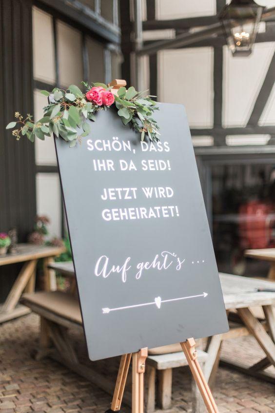 Blumengirlande Englische Rosen, Willkommensschild Tafel, Chalkboard, Hochzeit Gartenhochzeit Scheunenhochzeit Marburg