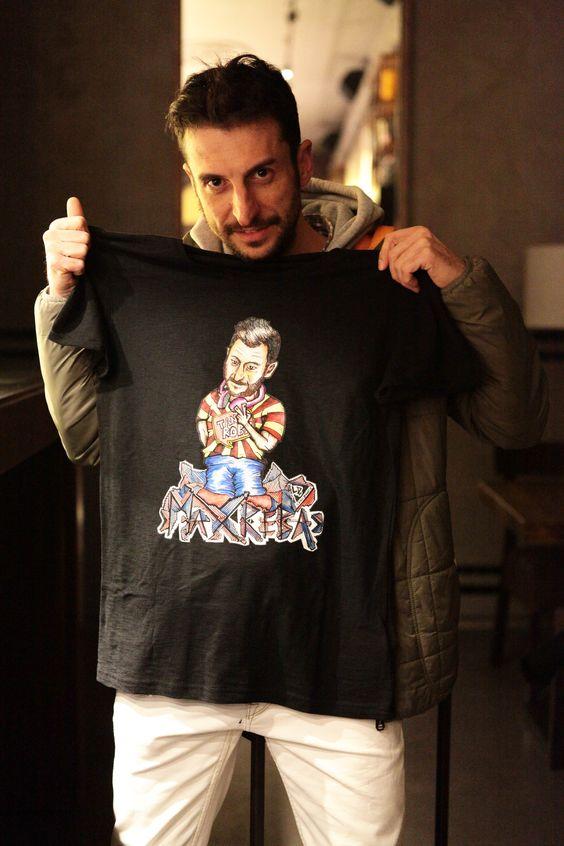 Anche Max Reba, noto dj padovano e speaker radiofonico ha scelto Friend-toons. Eccolo con la sua t-shirt creata su misura per lui dallo staff Friend-toons. Grazie Max Lo staff Friend-toons