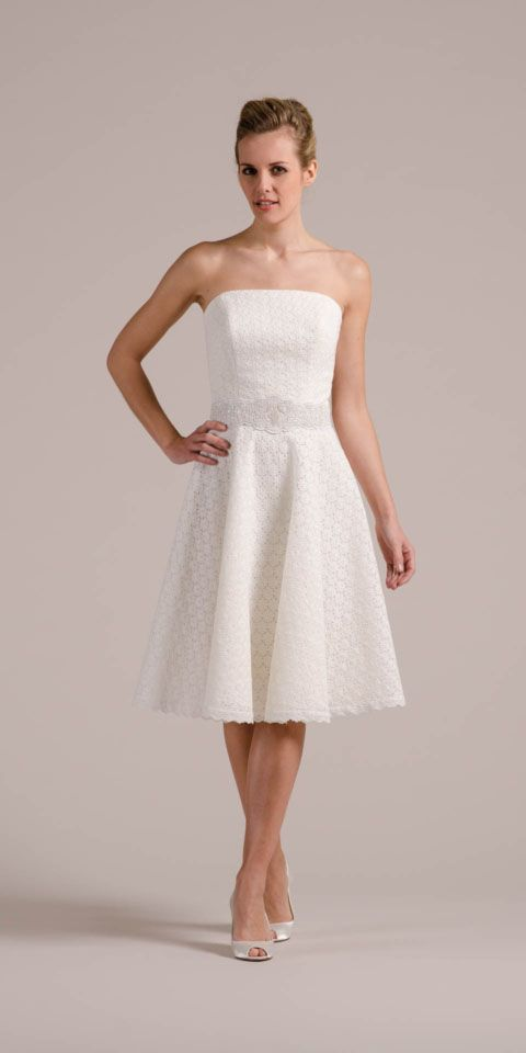 Das Petticoat Hochzeitskleid kann sich definitiv sehen lassen! Entdecke gleich hier die unglaublich schöne Lochspitze und die vielfältigen Lookalternativen!