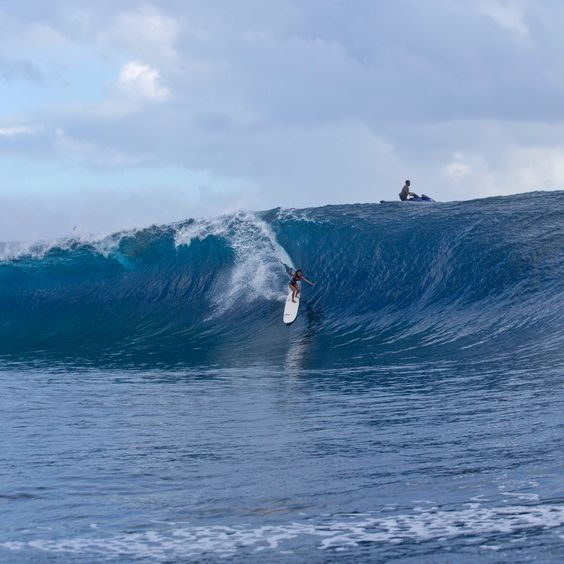 """""""This is Kelia Moniz at Teahupoo yesterday afternoon, on the biggest set that came through. She was on a 9'4 single fin longboard… My mind is officially blown! This girl rules the world."""" Stephanie Gilmore, Tahiti. http://roxy.com/surf"""