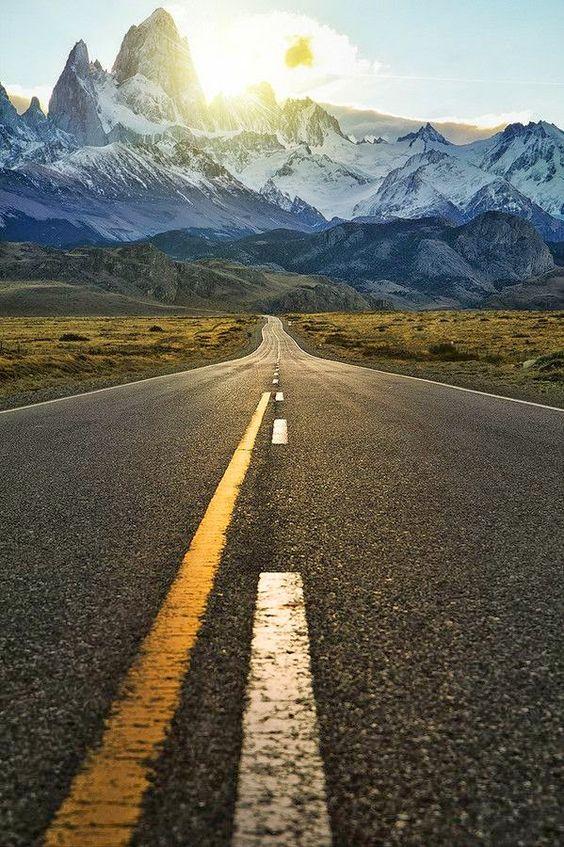 Tem gente que trilha o caminho mais fácil, mas mal sabe que o caminho mais demorado, é o mais gratificante. E será abençoado: