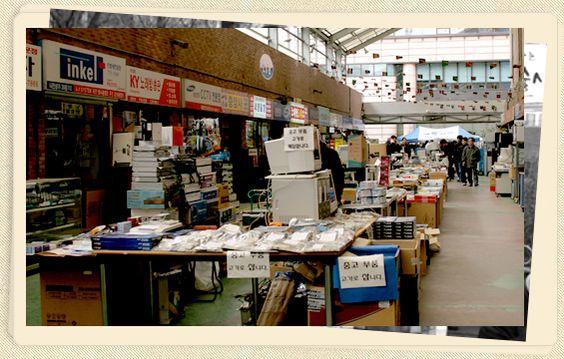 Những gian hàng trong khu chợ Yongsan Ảnh: visitkorea.org