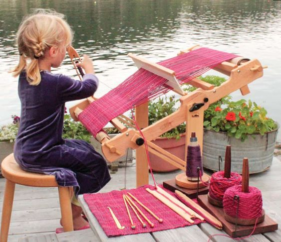 Instant gratification with little looms! Click to check out deals on looms, yarns, and kits from our sponsors, including lots of projects for kids! #weavingwithkids #weaving #craftkids