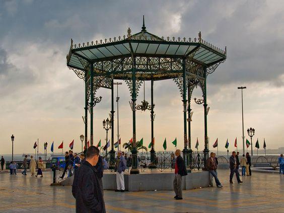 Kiosque à Alger, en Algérie