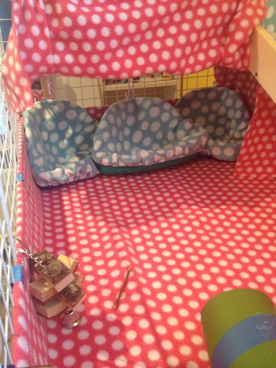 """c& c cage with beds made of corner """"litter trays"""" with fleece and absorbing pad underneath"""