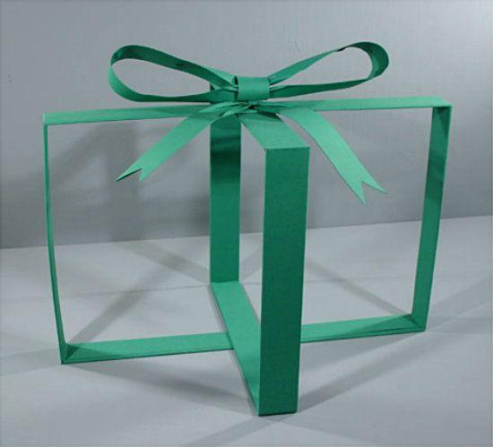 (A través de CASA REINAL) >>>>> Put merchandise inside to show as a present
