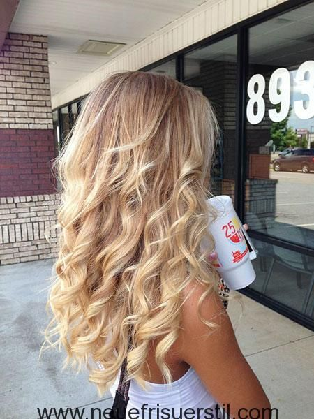 23 Lange Lockige Blonde Frisuren Haarfarbe Blond Haarfarben Lockige Frisuren