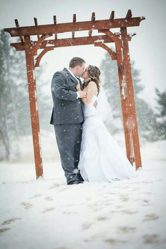 Winter wedding Photo Credit: @divineskyephotography