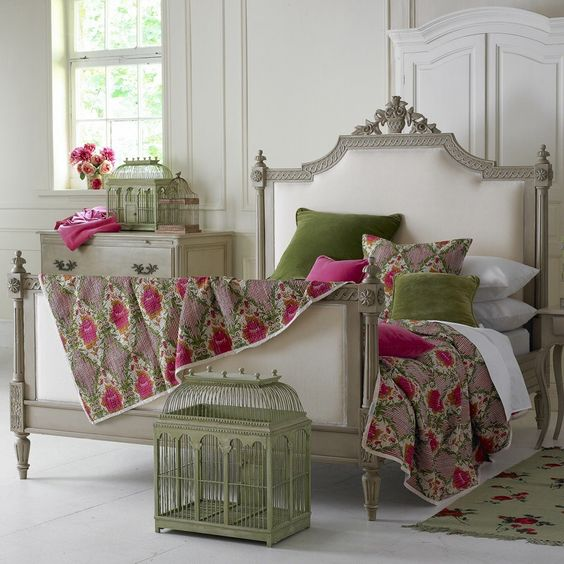 Pink and green french style bedroom: