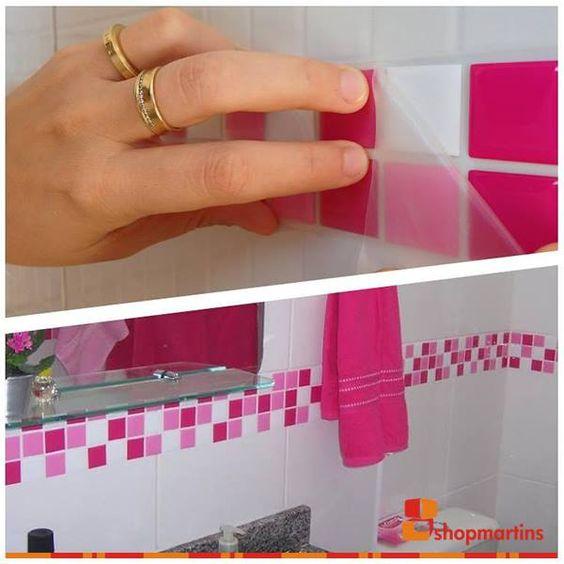 Adesivo colorido para pastilhas de banheiro é uma maneira simples de decorar  -> Como Decorar Banheiro Com Pastilhas Adesivas