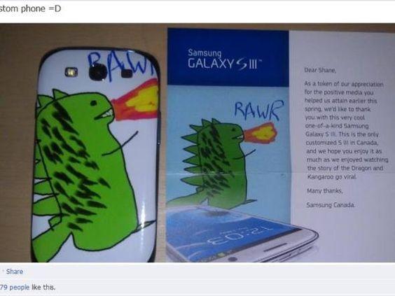 Smartphone da Samsung personalizado com dragão