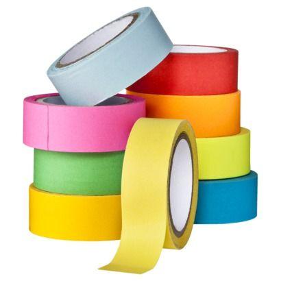 Compre fitas adesivas coloridas para fazer embrulhar presentes de uma forma divertida.