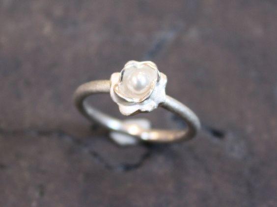 engagement ring // Verlobungsring by HeikeWeinbrod via dawanda.com